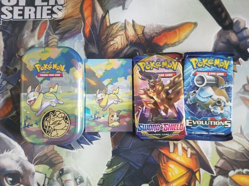 What's Inside Pokemon TCG Galar Pal Yamper & Morpeko Mini Tin